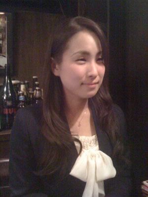 インタビュー中の舩橋郁美さん